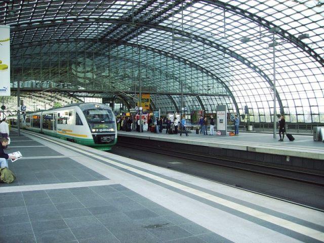 VX durchfährt den Hauptbahnhof