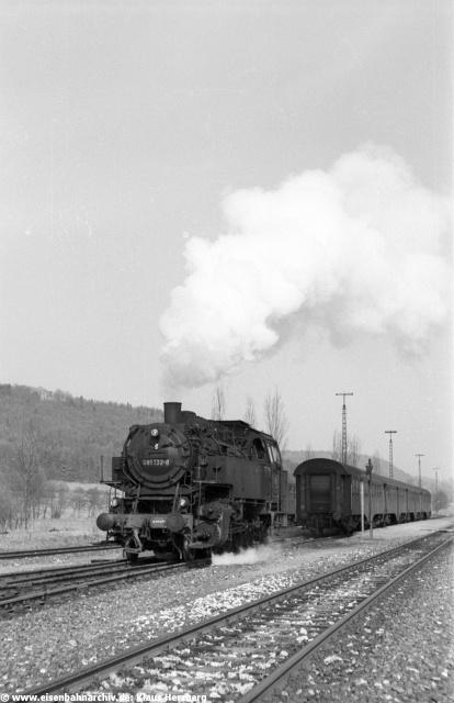 Die Bilder stammen vom 1929 als Abzweigbahnhof der Nebenbahn nach Eichstätt gebauten Personenbahnhof von Beilngries. Ein Stück weiter an der Strecke Richtung Dietfurt lag der 1888 erbaute Güterbahnhof von Beilngries.