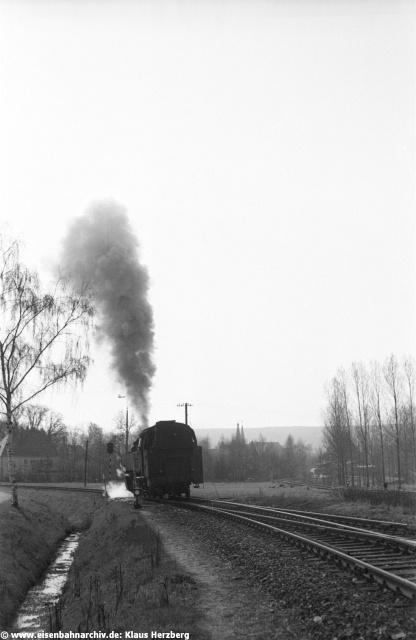 """Der """"neue"""" Bahnhof von Beilngries war notwendig als die Nebenbahn Beilngries-Kinding gebaut wurde, die hier im Hintergrund rechts abzweigte."""