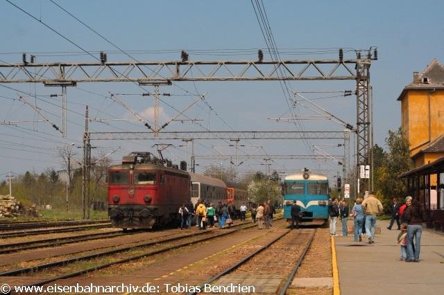 17.04.2011: 441 mit ex DB - Wagen und 714 / 712 in Vrbas.