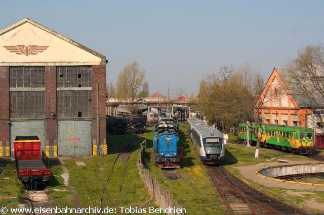 18.04.2011: Die Fußgängerbrücke geht mitten durchs Bw Timisoara.