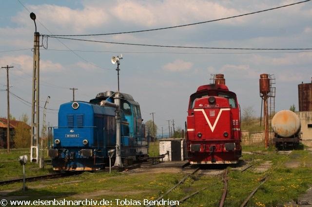 19.04.2011: 3001 = 80-0263-6 und die steilstreckentaugliche 69-0003-9 im Bw Oravita.