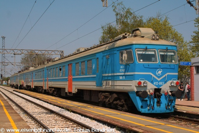 21.04.2011: 3418 = 412 - 083 für den Belgrader Vorortverkehr in Ruma.
