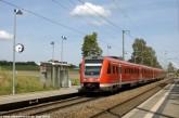 RE Dresden-Nürnberg durchfährt den Haltepinkt Feilitzsch