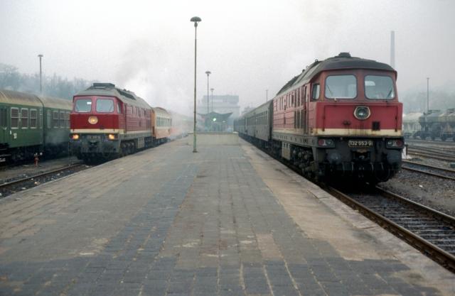 132 345 mit D-Zug nach Berlin in Meiningen