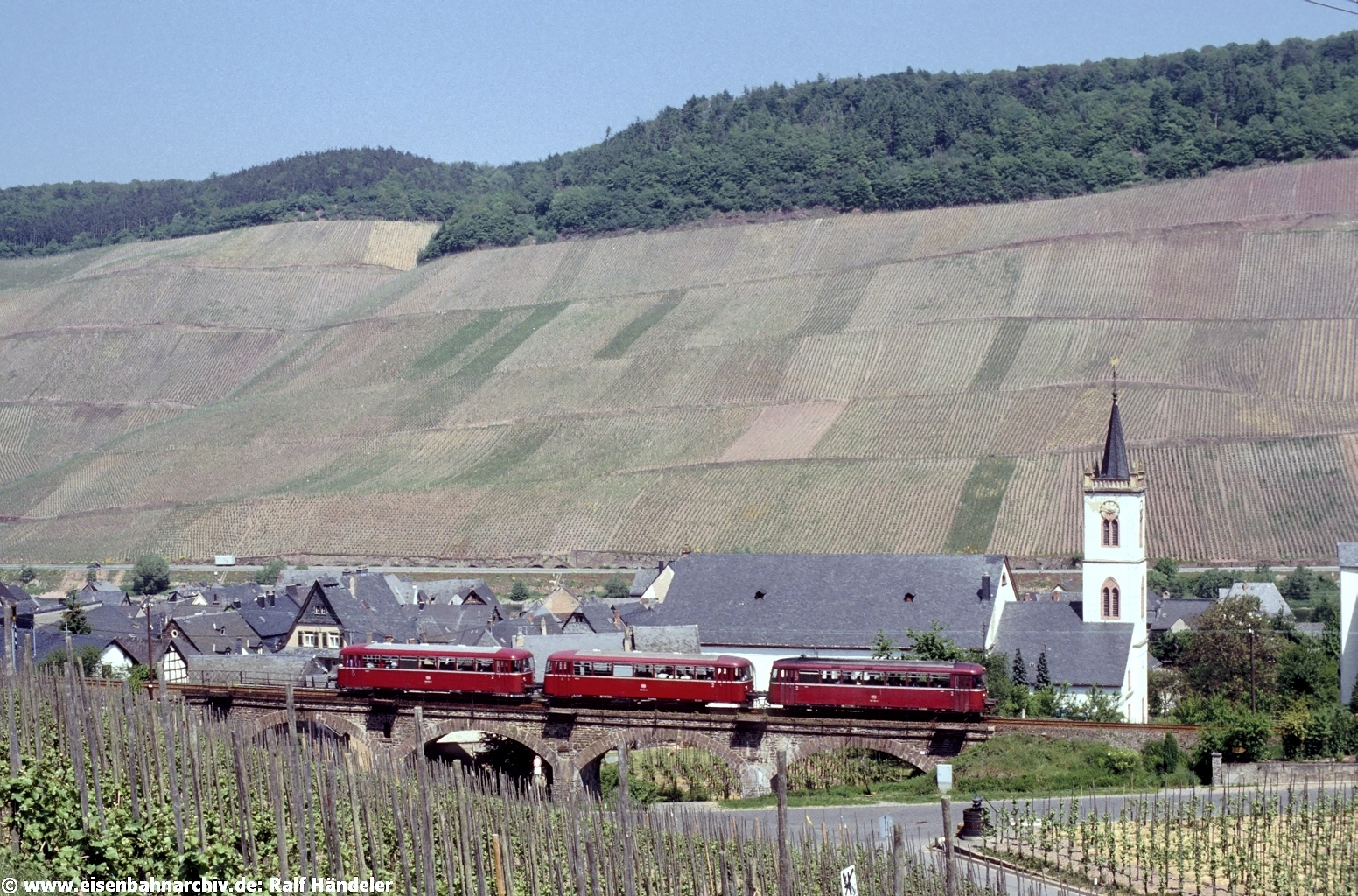 Schienenbus bei Traben-Trarbach