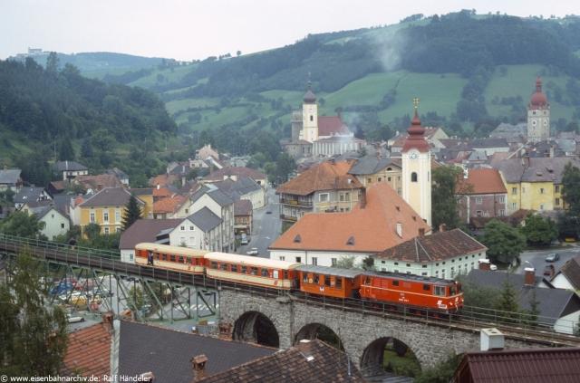 2095 010 auf der Brücke der Ybbstalbahn in Waidhofen (Foto August 1987 von Ralf Händeler)