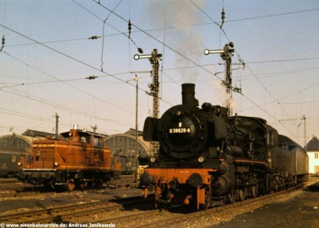 38 2626 am 19.10.1968 im Bahnhof Karlsruhe
