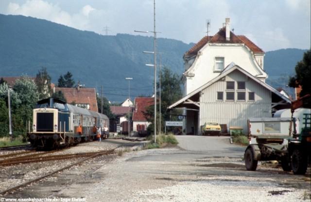 212 267 im Bahnhof Weilheim/Teck