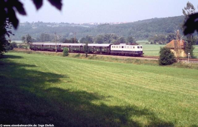 Nahverkehrszug mit Baureihe 140 bei Wannweil