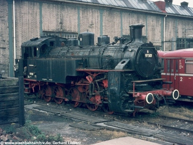 97 501 am 5.10.1975 im Bw Tübingen