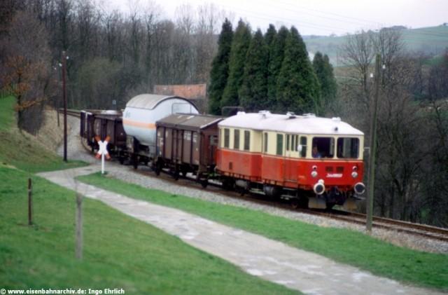 T 4 mit Güterzug bei Kleinglattbach am 7. April 1983