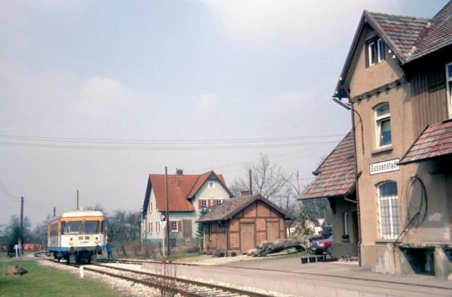 WEG Triebwagen im Bahnhof Gussenstadt am 10.04.1996