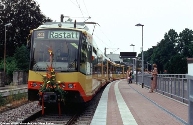 Eröffnungszug des elektrischen Verkehrs am 15. Juni 2002 in Gernsbach