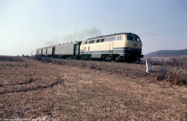 215 001 mit Nahverkehrszug bei Sontheim/Brenz