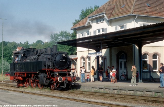 64 289 am 16.08.1998 in Freudenstadt Hbf