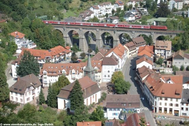 Baureihe 110 uf dem Hornberger Viadukt