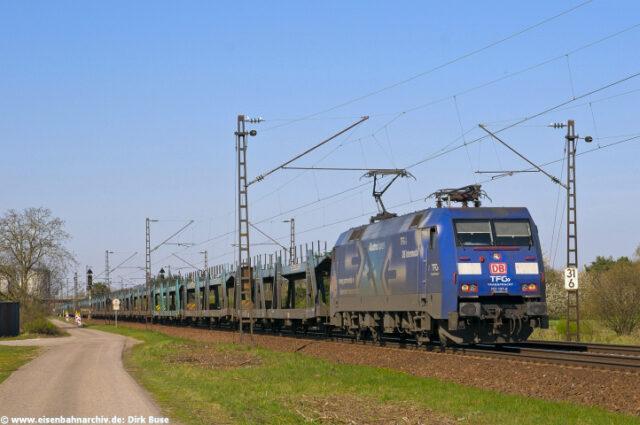 Güterzug mit 152 137 am 2. April 2011 be Wisentali