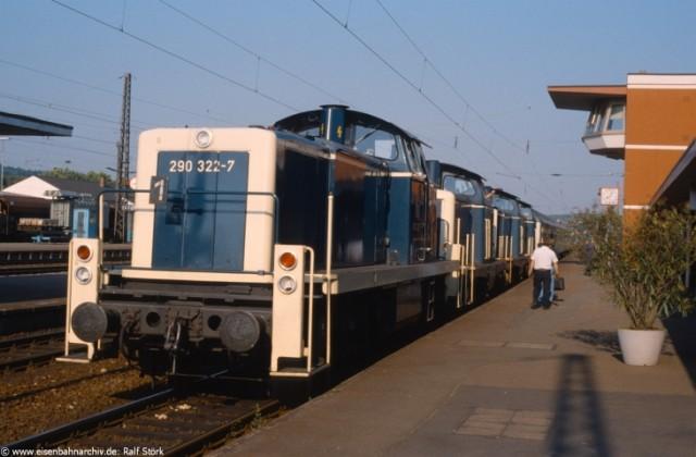 290 322 im September 1989 im Bahnhof Bretten