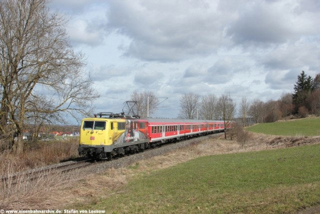 111 024 am 10.04.2013 mit RB 59499 bei Weilheim