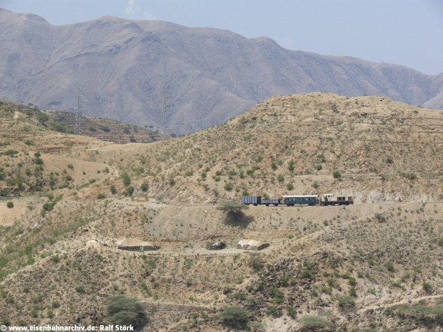 Zug zwischen Ghinda und Embatkalla