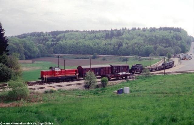 V 122 der HzL im Bahnhof Hanfertal