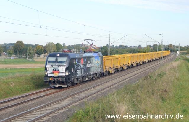 Mauerfall-Lok am 02.10.2015 mit Abraumzug bei Eutingen