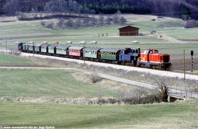 V 100 PA mit Sonderzug zwischen Hechingen und Gammertingen