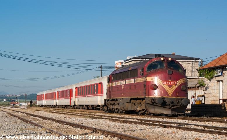 IC 760 steht abfahrbereit in Drenas
