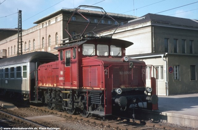 E63 005 im Bahnhof Augsburg