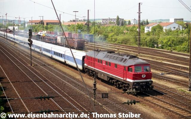 """Als Beispiel seien die monatelangen Testreihen (Ellok & Diesel) mit den neuen Talgo-Nachtzügen/InterCityNight genannt – sogar ein Fotoshooting einer PR-Agentur fand vor Ort statt. Wie den meisten dieser """"Neuerfindungen"""" der jungen DB AG war auch dem Talgo keine lange Existenz vergönnt – Nachtzüge gelten seit Hartmut Mehdorn als unrentabel…"""
