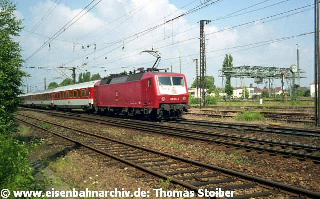 Die Gleise westlich der Brücke werden seitdem (bis heute, Betriebsstellenkürzel NRHB) als ein vorgelagerter Betriebsbahnhof zum Regensburger Hbf genutzt, z. B. zum Abstellen von Leergarnituren im Personen- wie Güterverkehr oder zur Baulogistik.