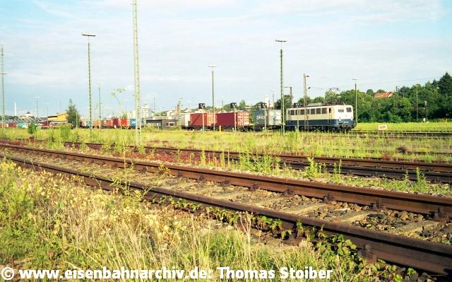 """Mitten in all den mehr oder minder toten Gleisen gab es jedoch einen nur Insidern bekannten, verschlungenen """"Schleichweg"""", auf dem Güterzüge vom Hbf nach Prüfening (oder umgekehrt) gelangen konnten (auch """"Ho-Chi-Min-Pfad"""" genannt)."""