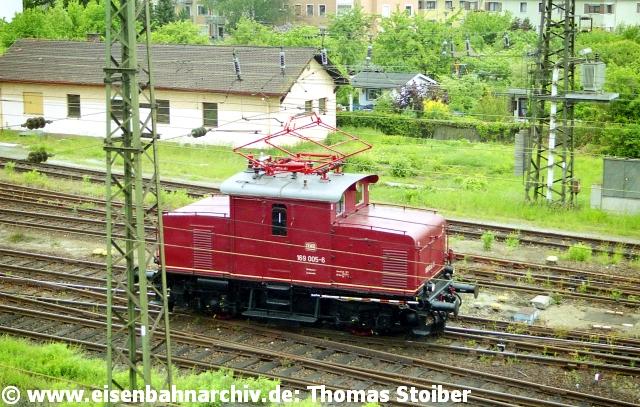 Die 169 005 vom BLV in Landshut war öfters in Regensburg und lernte dabei auch die Reste des ex-Rbf kennen.