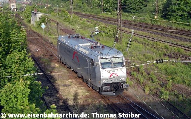 """Zu dieser Zeit tauchten außerdem die ersten """"Privatbahn-E-Loks"""" im Gelände auf, hier die 185 531 von TX Logistik."""