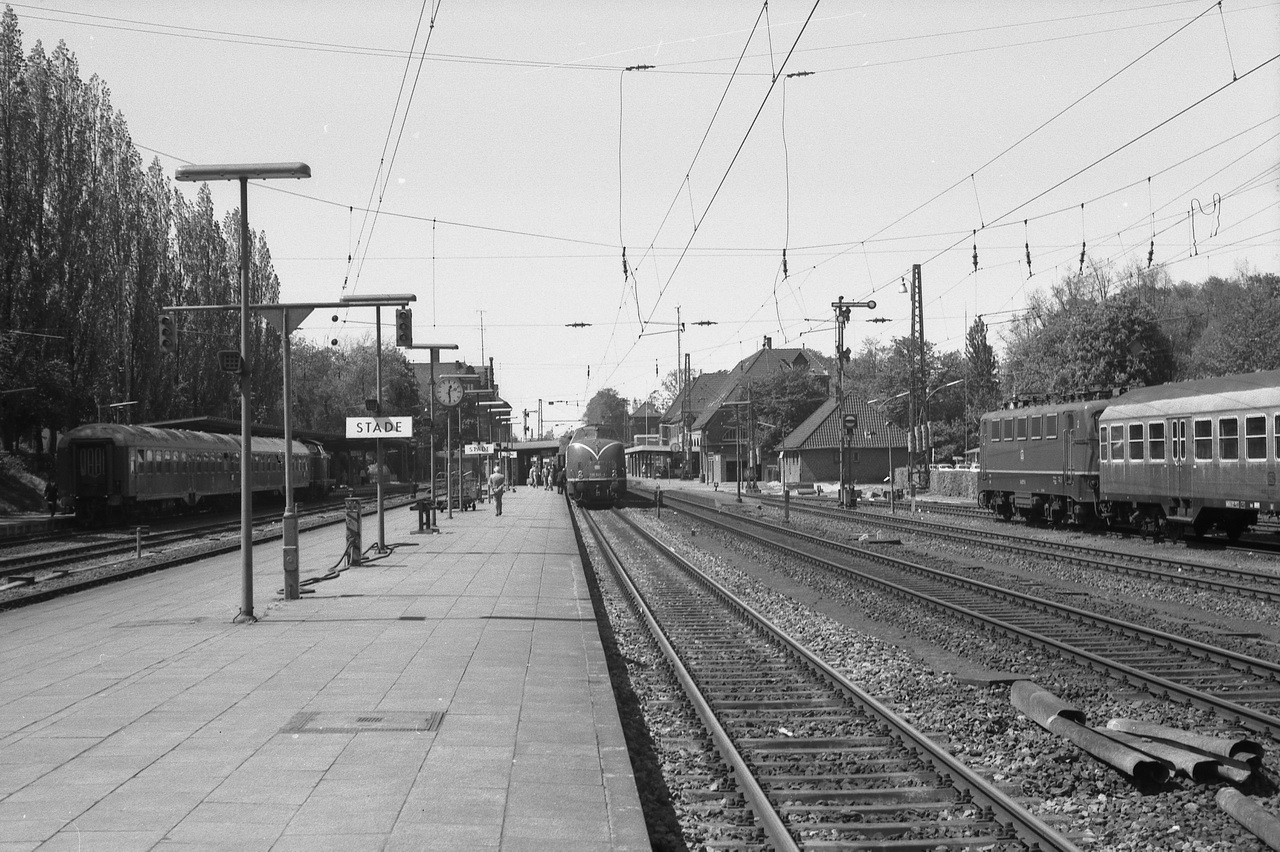 Blick über die Bahnanlagen des Stader Bahnhofs. Damals, im Jahre 1977 sah dort noch vieles anders aus als im Jahr 2016.
