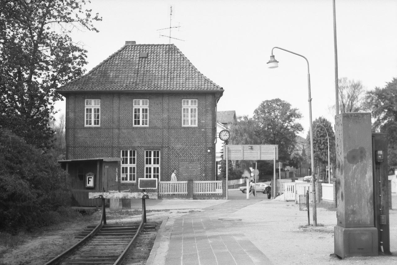 Wie der Name schon sagt, ist Lüneburg auch Ausgangspunkt für Fahrten in die Lüneburger Heide, die nicht nur durch die Staatsbahn, sondern auch die Osthannoversche Eisenbahnen A.G. erschlossen wurde.