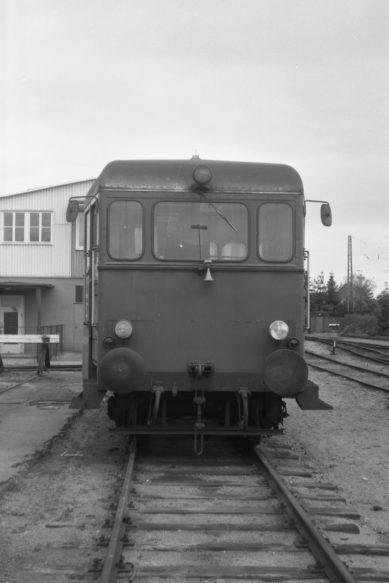 1939 von Wismar an die Kreis Oldenburger Eisenbahn geliefert kam er über mehrere Stationen 1965 schließlich zur OHE. Nach diesem Foto sollten ihm nur noch wenige Lebensmonate bleiben. Im Januar 1978 wurde er ausgemustert und verschrottet.