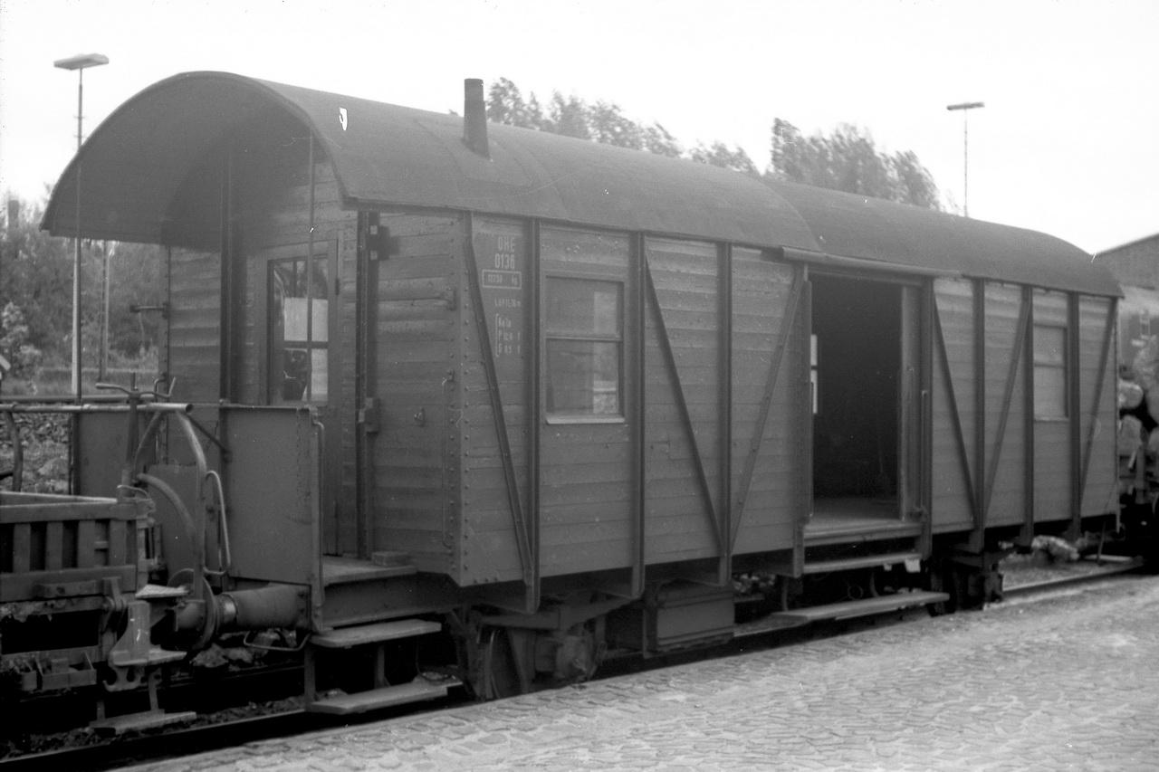Daneben fanden sich dort noch der Packwagen 0136.
