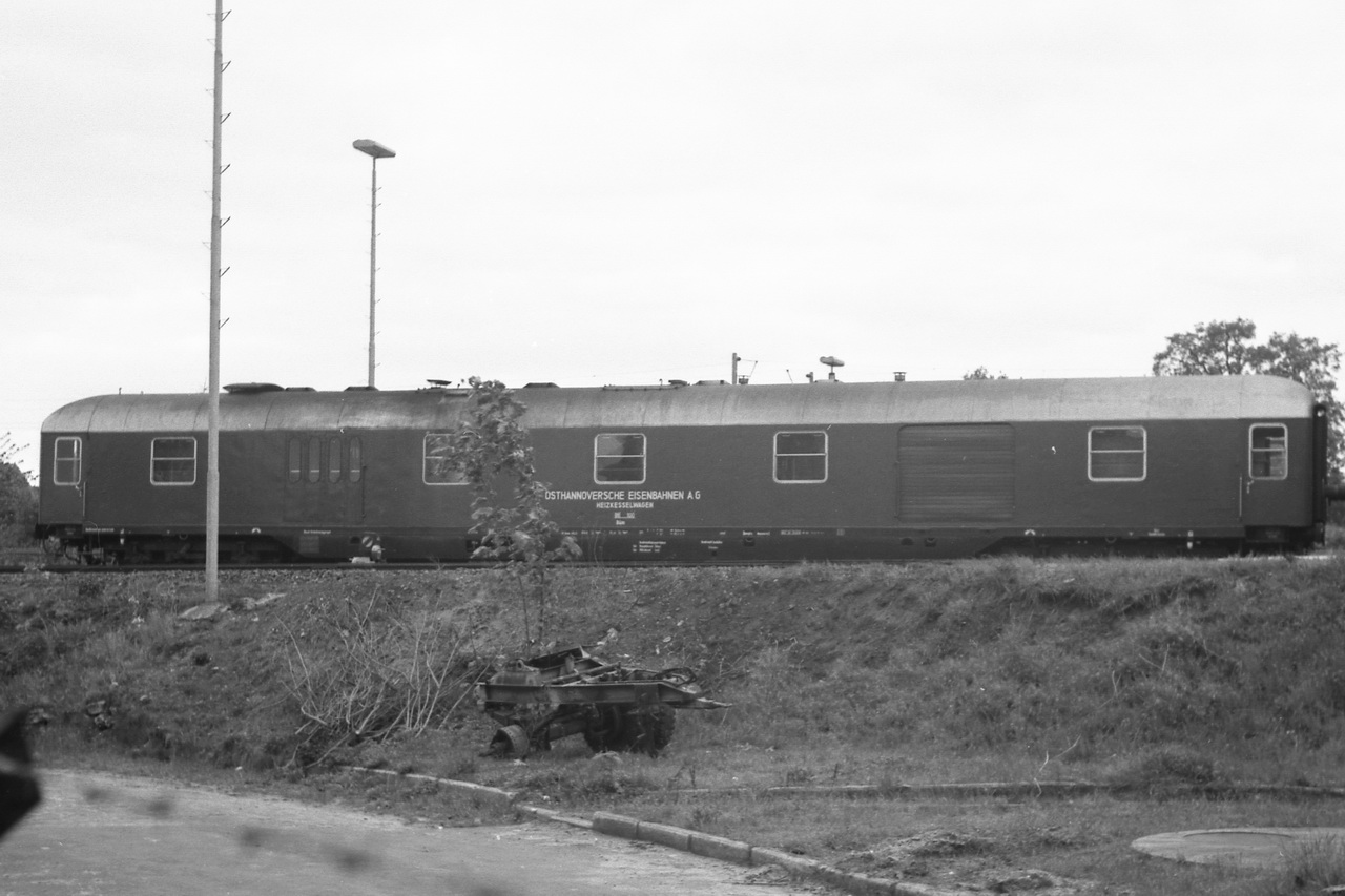 Als weiteres Schmankerl: der Heizkesselwagen Düm, OHE 100 (1975 ex US-Army 51 80 09-40 705-8, ausgemustert 1988).