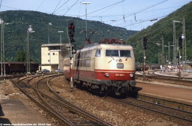 103 168 durchfuhr im Mai 1987 mit IC nach München den Bahnhof Geislingen an der Steige