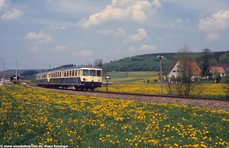 18.05.1984: 515 018 mit N 6814 bei Reichertshofen.