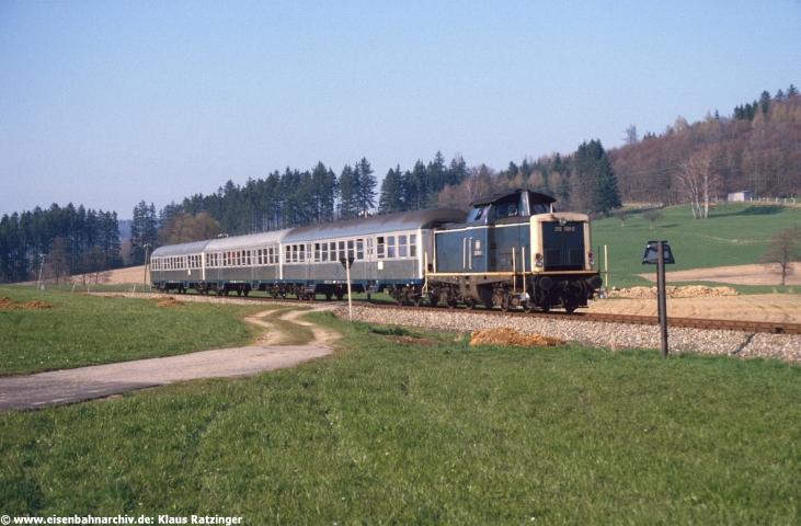 19.04.1985: 212 100 mit N 6060 bei Reichertshofen.
