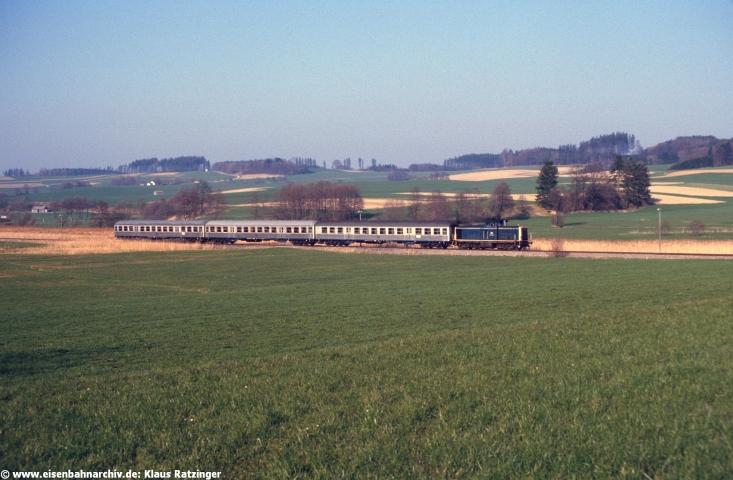 19.04.1985: 212 100 mit N 6060 bei Oberneufnach.