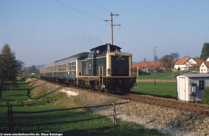 19.04.1985: 212 100 mit N 6060 bei Markt Wald.