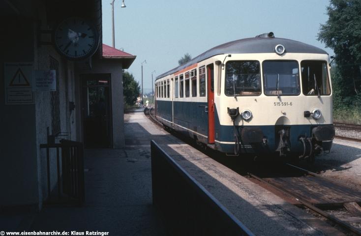 30.08.1985: 515 591 hatte mit N 6058 den seinerzeitigen Endbahnhof Markt Wald erreicht.