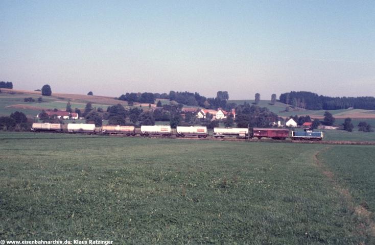26.09.1986: 211 350 brachte mit Ng 69807 Kesselwagen nach Fischach.