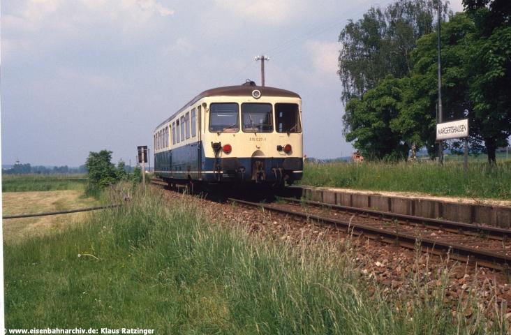 27.05.1988: Abschied von den Akkumulatoren-Triebwagen. Auf dem Weg nach Gessertshausen: 515 027 mit N 6061 im Haltepunkt Margertshausen.