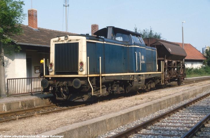 08.08.1988: 212 181 mit Ng 69804 setzte in Markt Wald um.