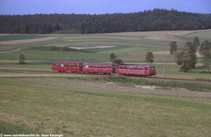 23.05.1990: 798 647 und 998 272 mit N 6060 bei Mittelneufnach.